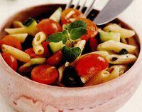 Salată multicoloră cu paste