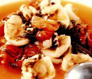 Supă picantă cu sepii si frunze de sfeclă
