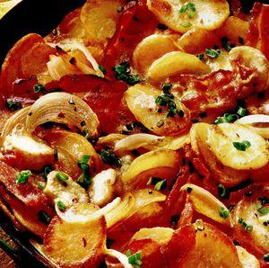 Cartofi şi ciuperci la tigaie