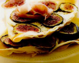 Clatite italienesti cu smochine si mozzarella