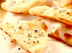 Minifocacce din cartofi şi trei tipuri de făină