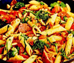 Paste la tigaie cu broccoli si carnaciori