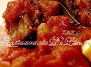 Peste in sos tomat