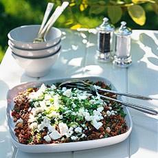 Retete vegetariene: Salată de orez roşu cu brânză feta şi seminţe