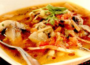 Supă de ciuperci cu ardei iute si coriandru
