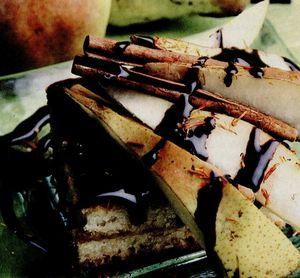 Prăjitură cu pere şi şofran