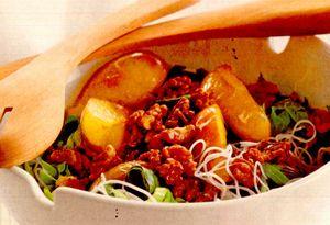 Salată de paste cu praz şi nuci caramelizate