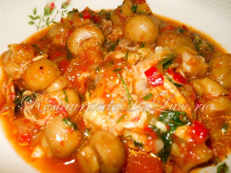 Reteta zilei: Tocanita de pui cu ciuperci si rosii