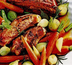 Costiţe cu tocăniţă de legume