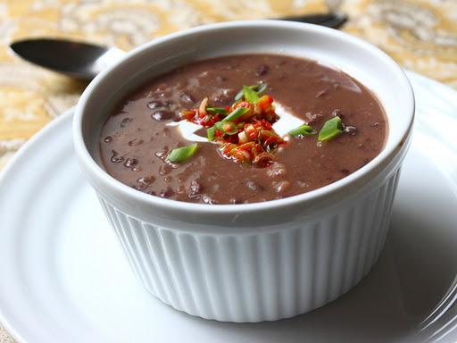 Cum se prepara supa de fasole alba cu sos de rosii