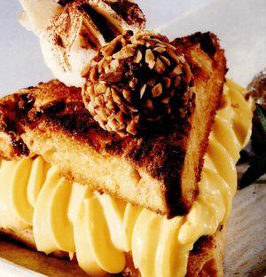 Desert din panettone cu bulgăraşi de nuga, nucă de cocos şi ciocolată