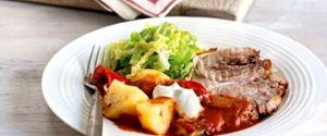 Gulaş de porc cu cartofi şi varză