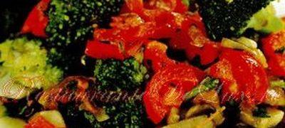 Salata de broccoli cu ardei gras