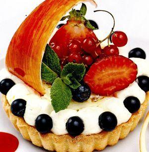 Tarta cu fructe rosii