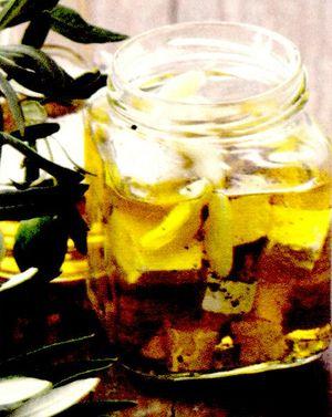 Telemea marinată in ulei de măsline şi rozmarin
