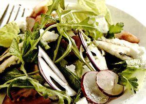Salată arăbească de paine cu telemea de vacă