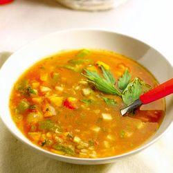 Supa de zarzavat cu orez si boia de ardei
