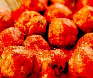 Chiftele cu sos de roşii