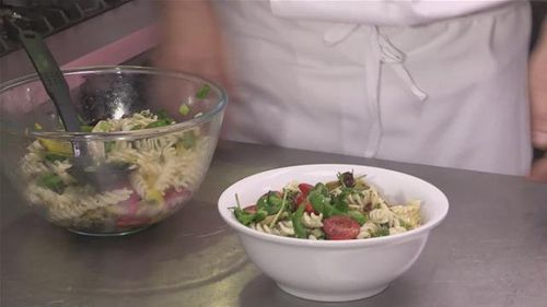 Cum se prepara salata de paste