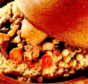 Cuşcuş cu tocană de legume şi carne de berbec