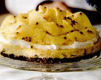 Prăjitură cu brânză, ananas şi fructul pasiunii