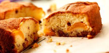 Prăjitură cu caise şi ciocolată