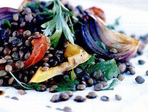 Salată cu linte şi ardei copţi, cu cimbrişor