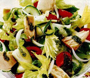 Salată cu ton si sos pesto