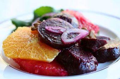 Salata de sfecla cu cartofi si carne