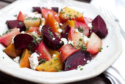 Salata vinegreta cu sfecla si morcovi