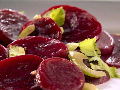 Salata cu prune uscate si sfecla