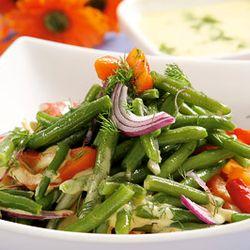 Salata de fasole verde cu ardei si ceapa