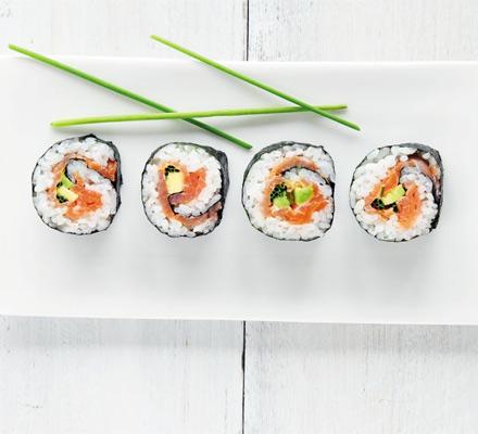 Sushi de somon afumat cu avocado