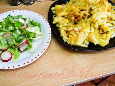 Friptura_de_pui_cu_garnitura_de_cartofi_la_cuptor_cu_unt_cascaval_si_salata_verde_20
