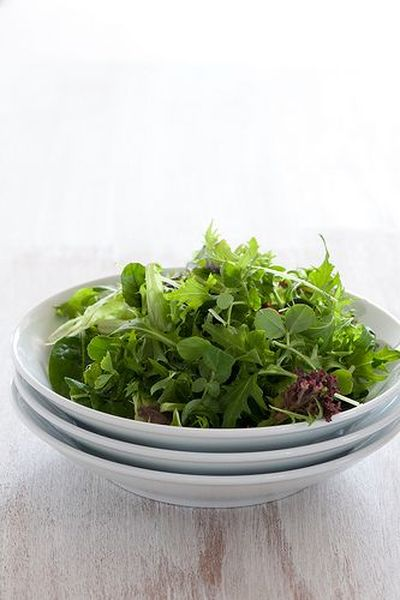 Salată simplă de verdeţuri