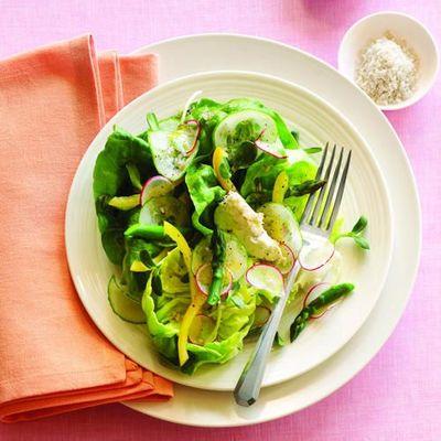 Salata verde cu castraveti si smantana