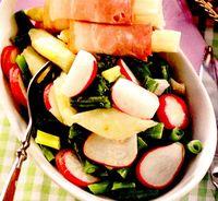 Salata de sparanghel crud