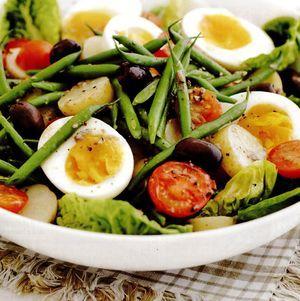 Salată de vară cu sos de anşoa