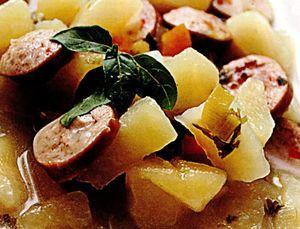 Supa picanta cu crenvursti si cartofi