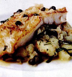 Peşte de mare cu vin alb şi cartofi striviţi