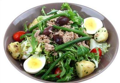 Salata american cu castraveti, cartofi si broccoli
