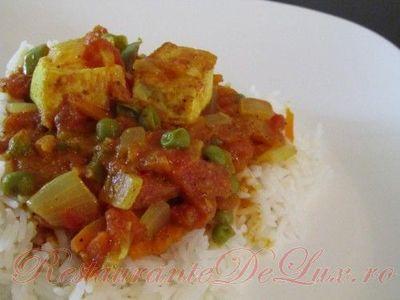 Sos de legume cu tofu pe pat de orez basmati
