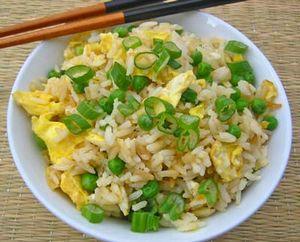 Orez prăjit cu ouă