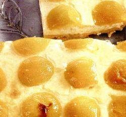 Prăjitură la tavă cu vanilie si caise