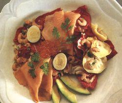 Salata cu avocado si crabi