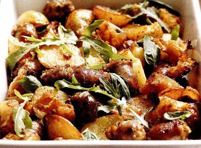 Cartofi cu salam si verdeata la cuptor