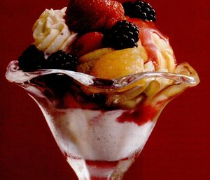 Desert cu fructe de padure si ciocolata