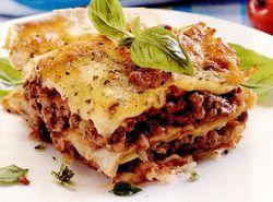 Lasagna cu carne si sos