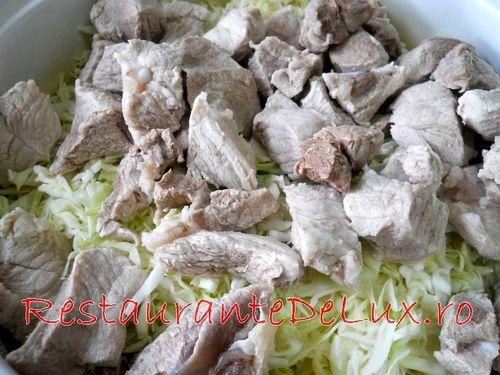 Mancare de varza dulce cu carne de porc