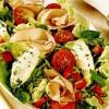 Salata_cu_rosii_si_crema_de_brânza